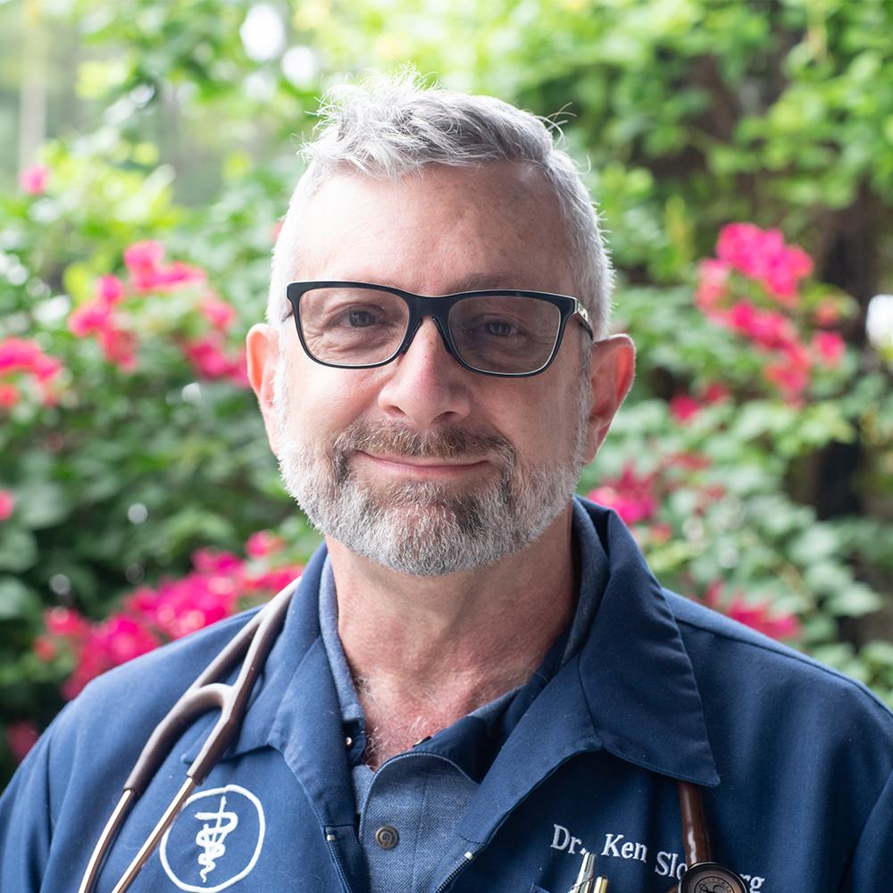 https://www.riversidevethospital.com/wp-content/uploads/sites/5/2020/09/DrKennethSlossberg_2.jpg